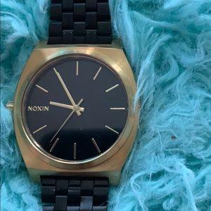 Adjustable noxin watch